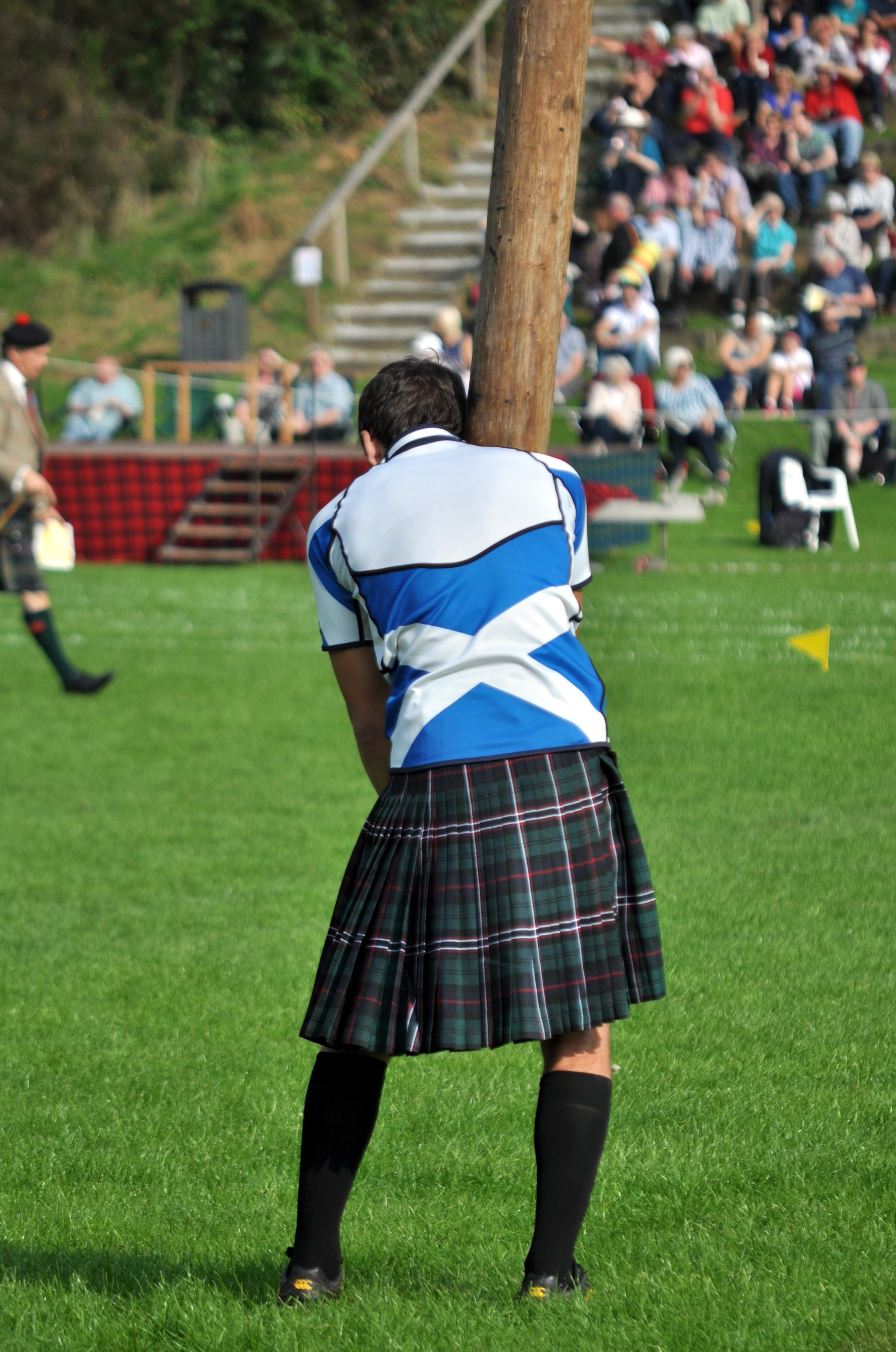 caber toss event at the highland games