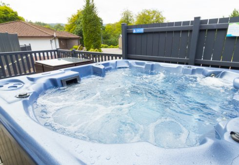 Oak Platinum Hot Tub Lodges - 4 Bedroom