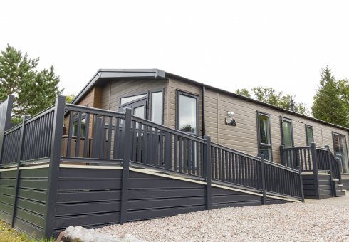 Oak Platinum Hot Tub Lodges - 3 Bedroom