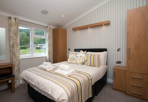 Lomond Royal Waterside 4 Bedroom Hot Tub Lodge