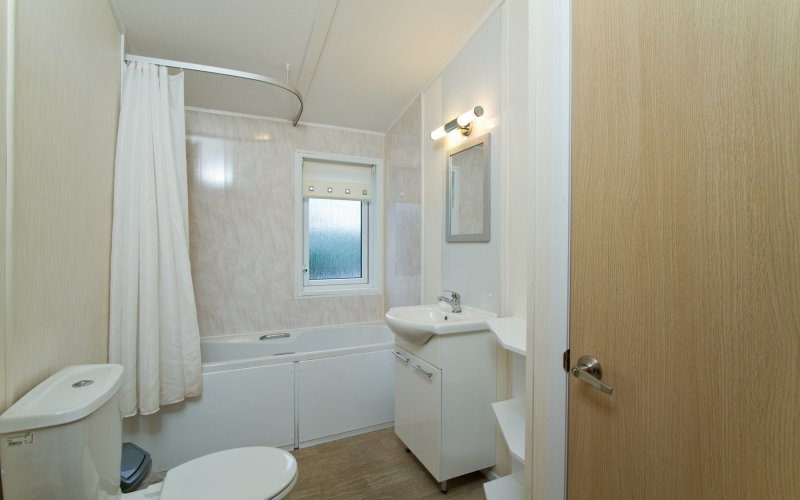 Oak Premier 4 Bedroom Lodge - Bathroom