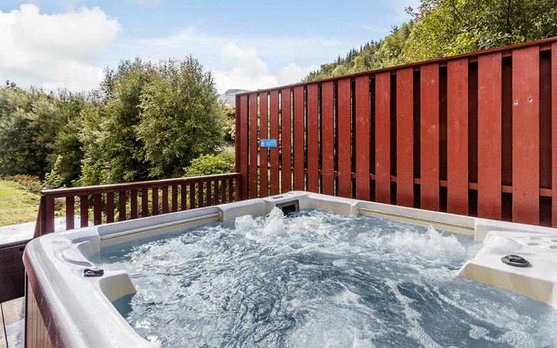 Lapwing Premier Hot Tub Lodges - Hot Tub