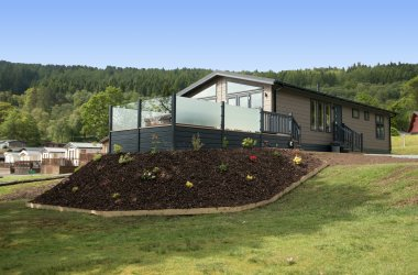 Lomond Royal 3 Bedroom Hot Tub Lodge (Waterside)