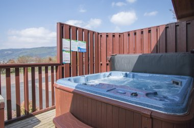 Oak Platinum Hot Tub Lodges - 2 Bedroom