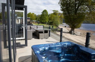 Lomond Royal 2 Bedroom Hot Tub Lodge (Waterside)